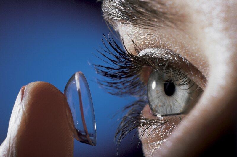 Бактерии в растворе для очистки контактных линз живут дольше, чем предполагалось
